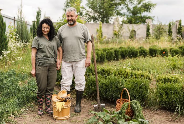 Agriculteurs dans un écovillage