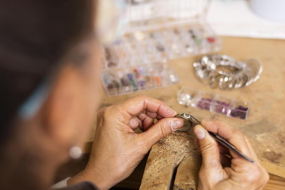 bijoux avec des pierres
