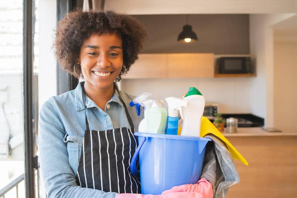 produits nettoyants ménagers maison
